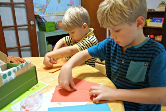 Kiwi Crate Review: Making a Kite