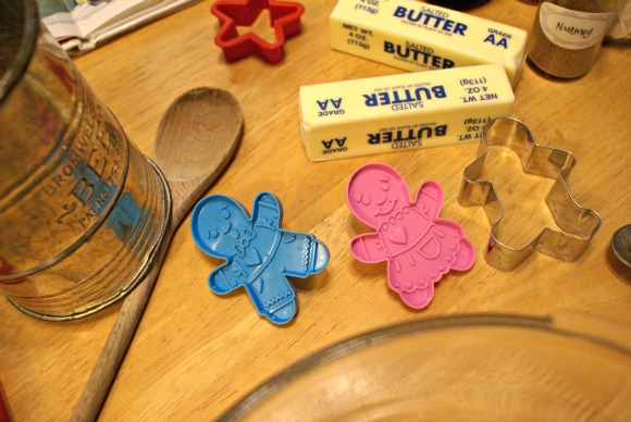 Making Gingerbread Cookies with Kids & Gingerbread Friends